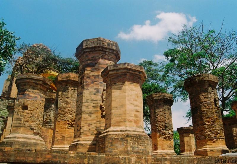 чаамские башни понагар