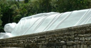 Лежащий Будда Фантьет